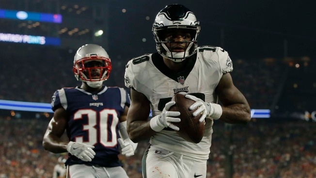 Eagles' Shelton Gibson Builds Confidence 10 Minutes at a Time