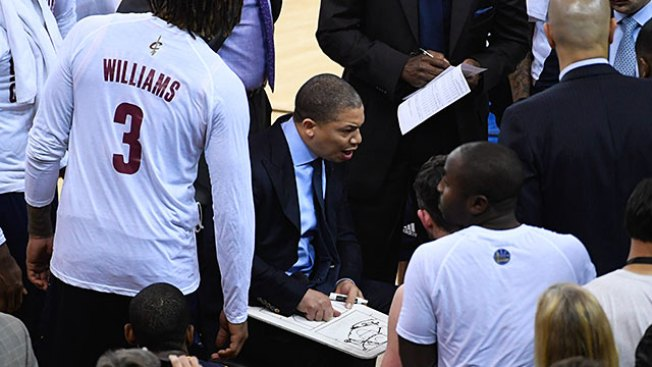NBA Notes: Tyronn Lue Not Planning Any Changes for Cavs in Game 3