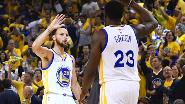 NBA Playoffs: Warriors Trounce Kawhi Leonard-less Spurs for 2-0 Series Lead