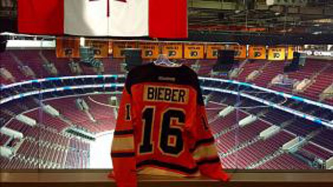 flyers fans outraged after team gives clarkes no 16 to justin bieber