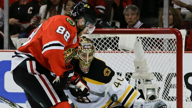 Kane Scores Twice, Blackhawks Beat Bruins 3-1