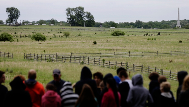 2 Re-enactments Give Gettysburg a New Skirmish