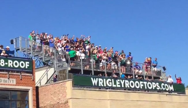 Philadelphia Eagles Fans Take Over Roof at Wrigley Field, Do Amazing E-A-G-L-E-S Chant