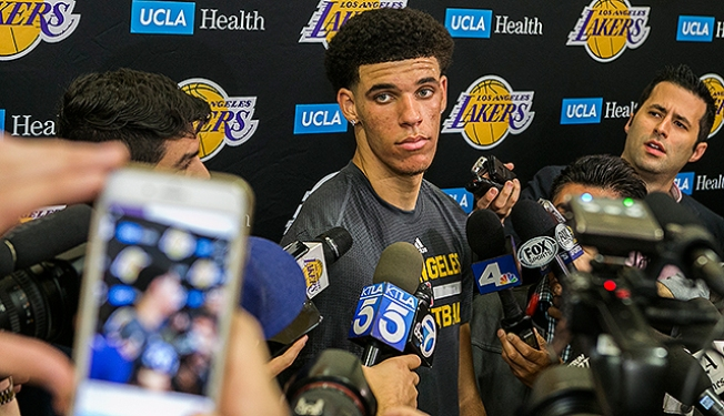 Lonzo Ball Works Out for Lakers, Says 'I Want to Stay Home'