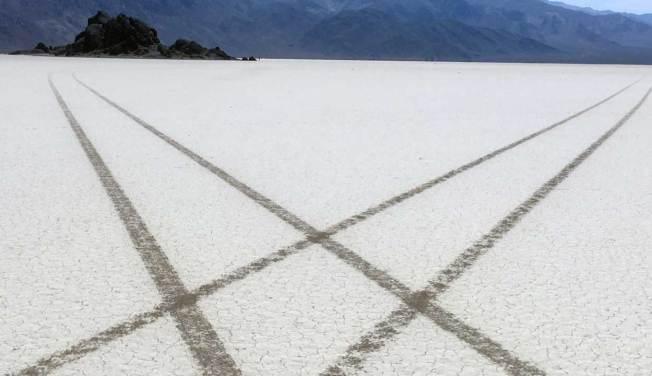 [LA GALLERY] Tire Tracks Scar Death Valley National Park's Racetrack Playa