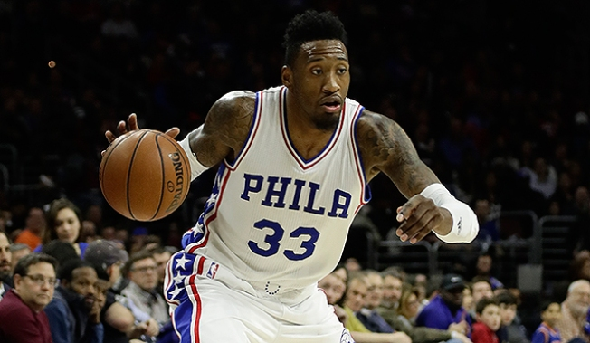 Robert Covington Has Surgery on His Middle Finger of Left Hand