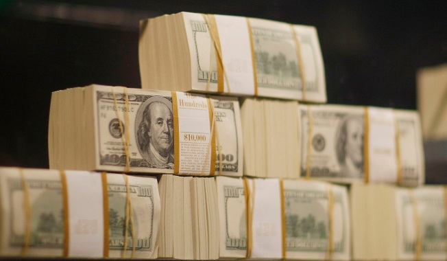Bucks County Woman Returns $30K She Found in Old Clothes