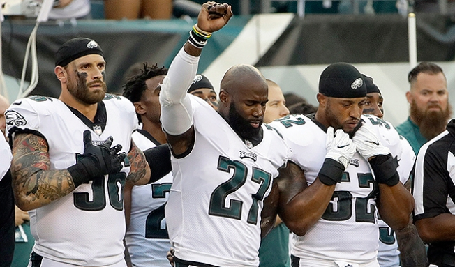 Chris Long Has Malcolm Jenkins's Back In Anthem Protest