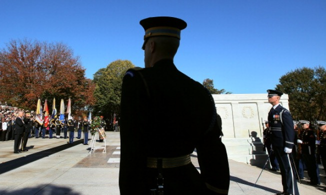 Pa. Man Guards Unknown Soldier Tomb