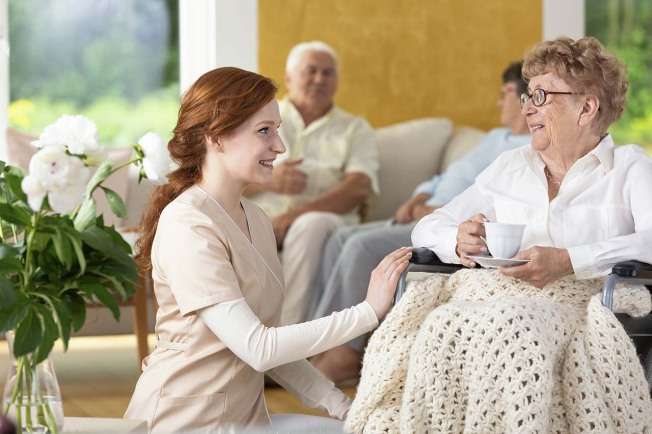 5 Signs of a Good Nursing Home (and 5 Warning Signs)