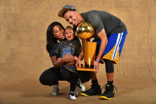 9 Months Pregnant, Ayesha Curry Sinks 3-Pointer