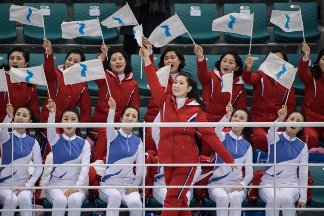 At Olympics, Omnipresent Flags Are a Tricky Political Dance