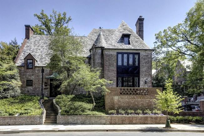 [NATL] Take a Look Inside Obama Family's Washington, DC, Home