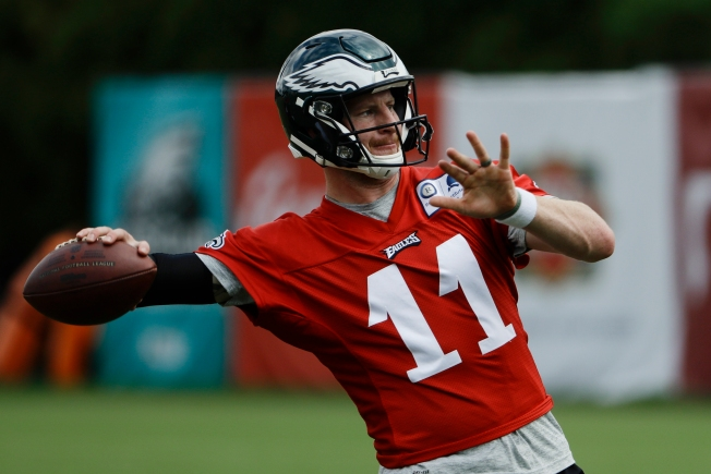 cheap for discount 3e458 f391a There Shouldn't Be Debate on Whether Carson Wentz Plays Week ...