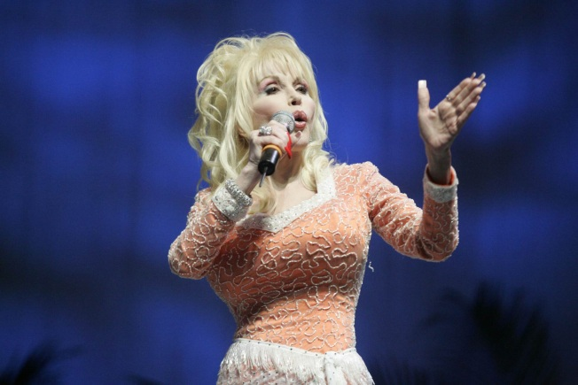 Dolly Busting Back in to Movie Biz