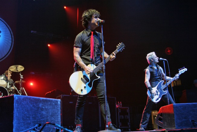 Fan Floors Green Day With Guitar Skills