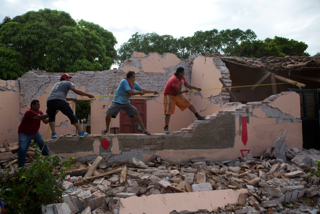 [gallery NATL-LA UPDATED 9/11] Photos: Powerful Quake Leaves Behind Destruction in Mexico
