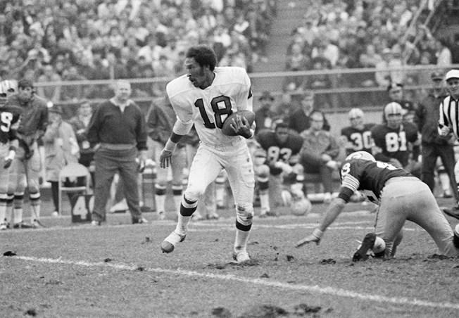 Former Eagles Wide Receiver Ben Hawkins Dies at 73