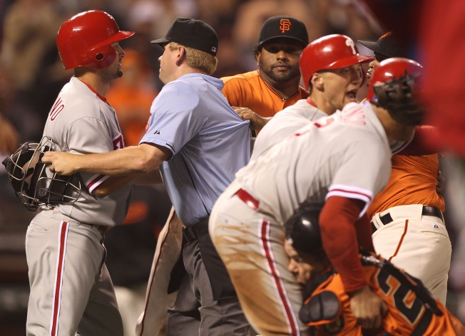 Phils Pummel Giants 9-2; Win Streak at 8