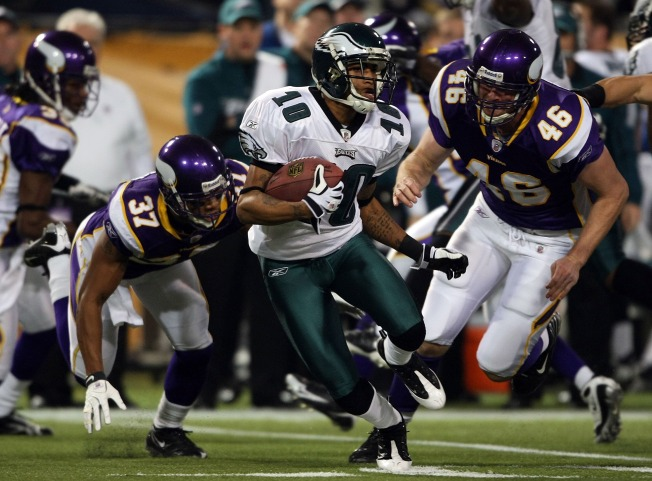 Eagles Beat Vikings, Advance in Playoffs