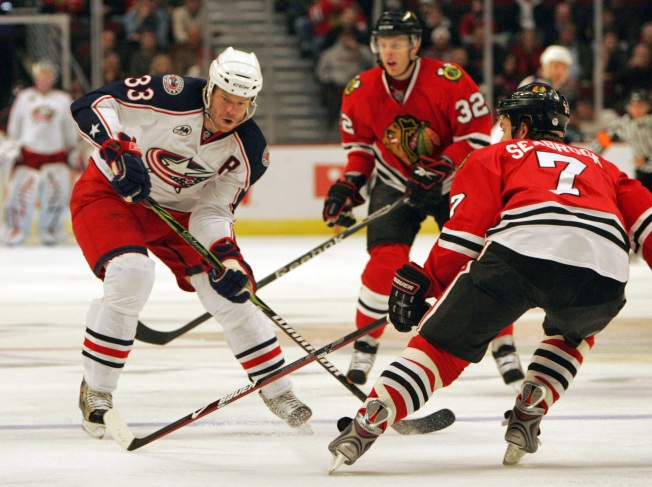 NHL Last Night: Huet Makes 31 Saves in Chicago Win