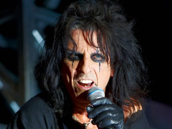 Alice Cooper, Neil Diamond Headline New Class of Rock Hall of Fame Inductees