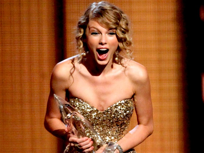 Taylor Swift Thanks Fans For 'Magical' Year