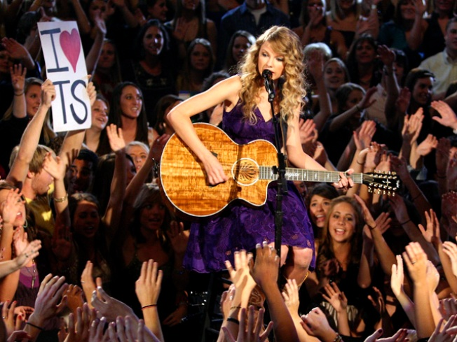 Taylor Swifts Celebrates 20th Birthday With Generous Donation to Schools