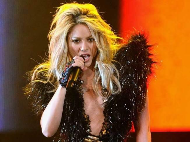Shakira Sings the Praises of Saving the Children to Obama