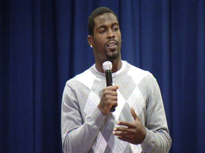 Mike Vick Speaks at North Philly School