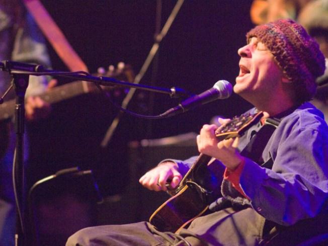 Singer-songwriter Vic Chesnutt dies at 45