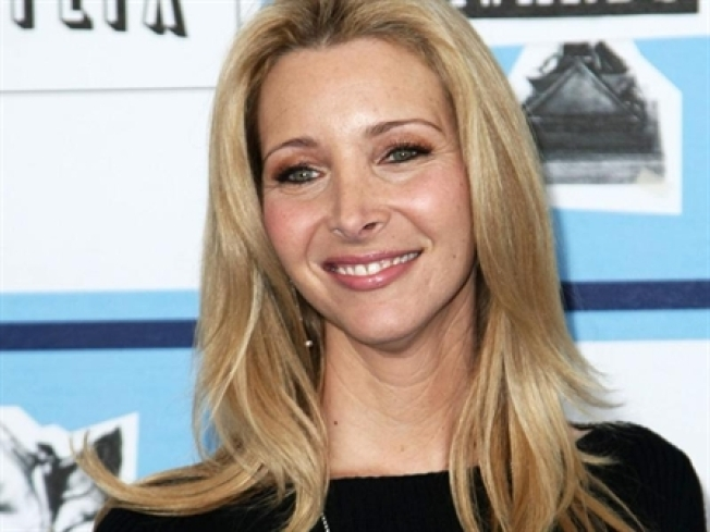 Lisa Kudrow Resurrects 'Smelly Cat' For Charity