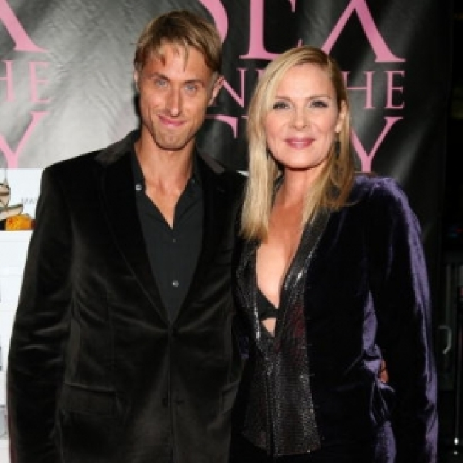 Kim Cattrall Goes The Way Of Samantha, Splits With Long-Time Love