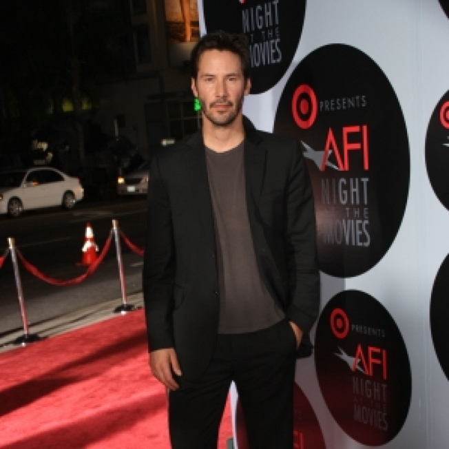 Jury Says Keanu Reeves Doesn't Owe Paparazzo