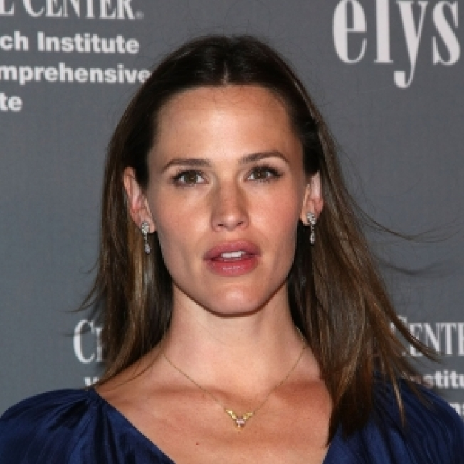 Jennifer Garner Seeking Permanent Restraining Order Agaist Man Over Safety Concerns