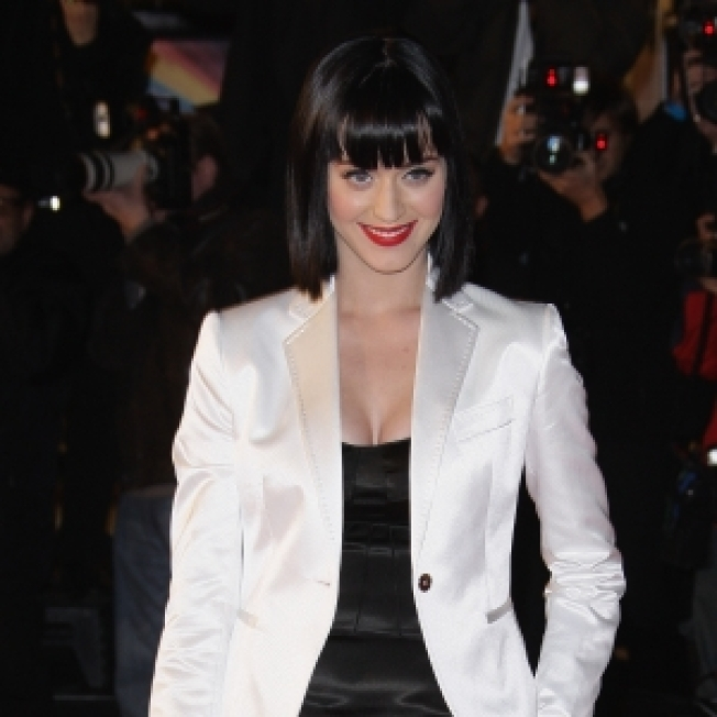 Katy Perry Mistakenly Given Award Meant For Rihanna