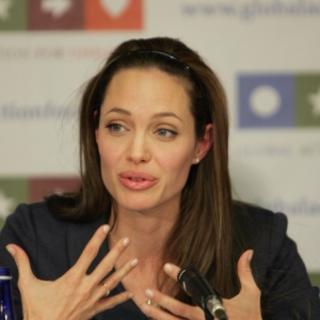 Angelina Jolie To Join Anderson Cooper On World Refugee Day