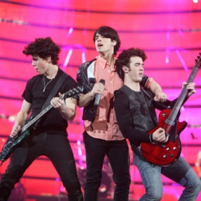 Jonas Brothers Postpone Mexican Shows Due To Swine Flu