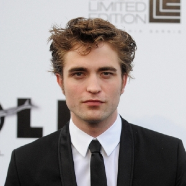 Robert Pattinson Kiss Auctioned For $55,000