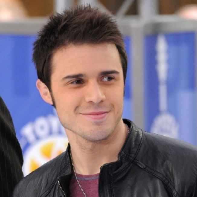 Kris Allen Cancels 'Tonight Show' Appearance Following Death In Family