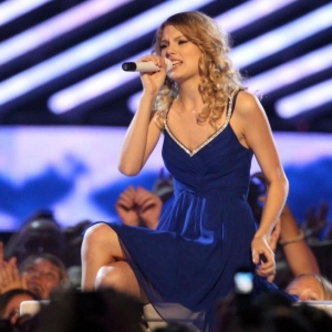 Taylor Swift Wins Big At CMT Awards