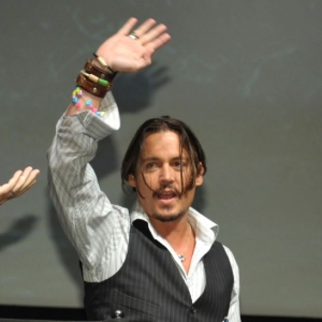 Johnny Depp Ignites A Fan Frenzy With Surprise Comic-Con Appearance