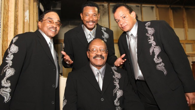 Rogers, Founder of Motown Group The Miracles, Dies