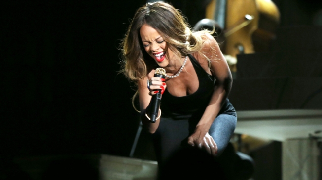 Laryngitis Causes Rihanna to Cancel Tour Date