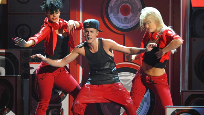 Justin Bieber Dominates at American Music Awards