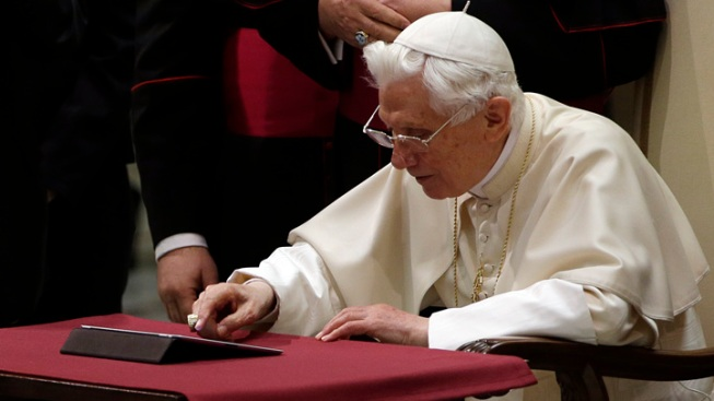 Pope Benedict XVI Blesses Followers with First Tweet