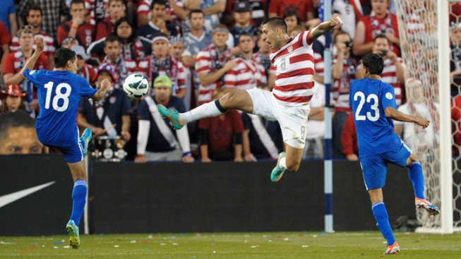 Dempsey's 2 Goals Help Send U.S. Past Guatemala 3-1