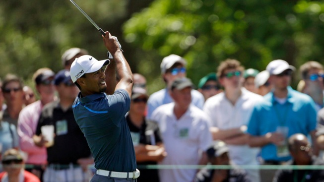 Woods Gets 2-Stroke Penalty at Masters, Avoids DQ