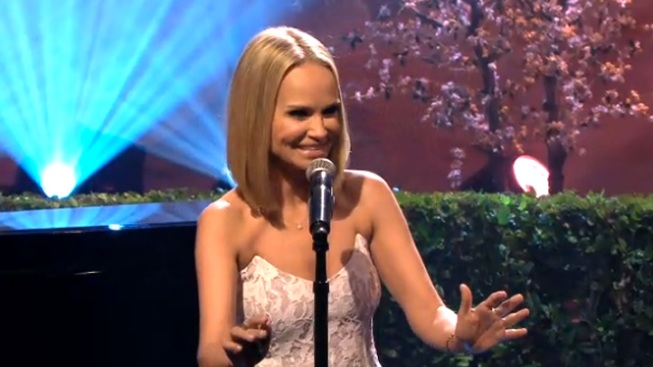 WATCH: Kristin Chenoweth Sings Anthony Weiner Sex Scandal Parody