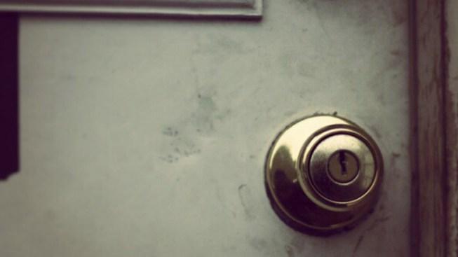 Man Knocks on Door, Flashes Woman: Police